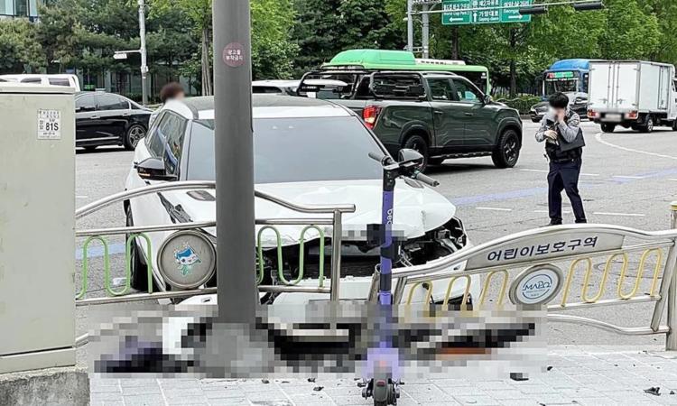 Se confirma que la presentadora Park Shin Young violó las reglas de tráfico en el accidente que mató a un repartidor