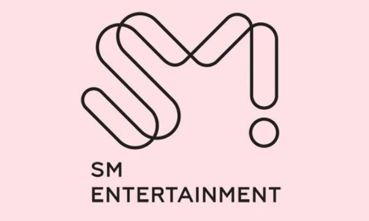 Empleado de SM Entertainmentbajo fuego por registrar a su esposa como letrista de varias canciones