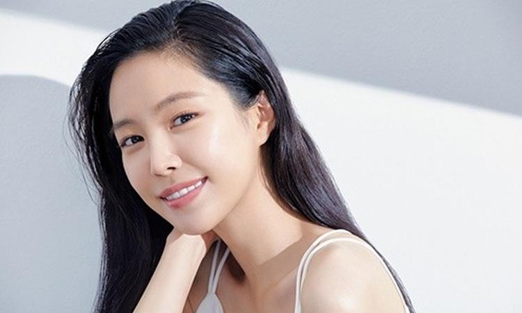 Son Naeun es la nueva modelo de marca de Neutrogena