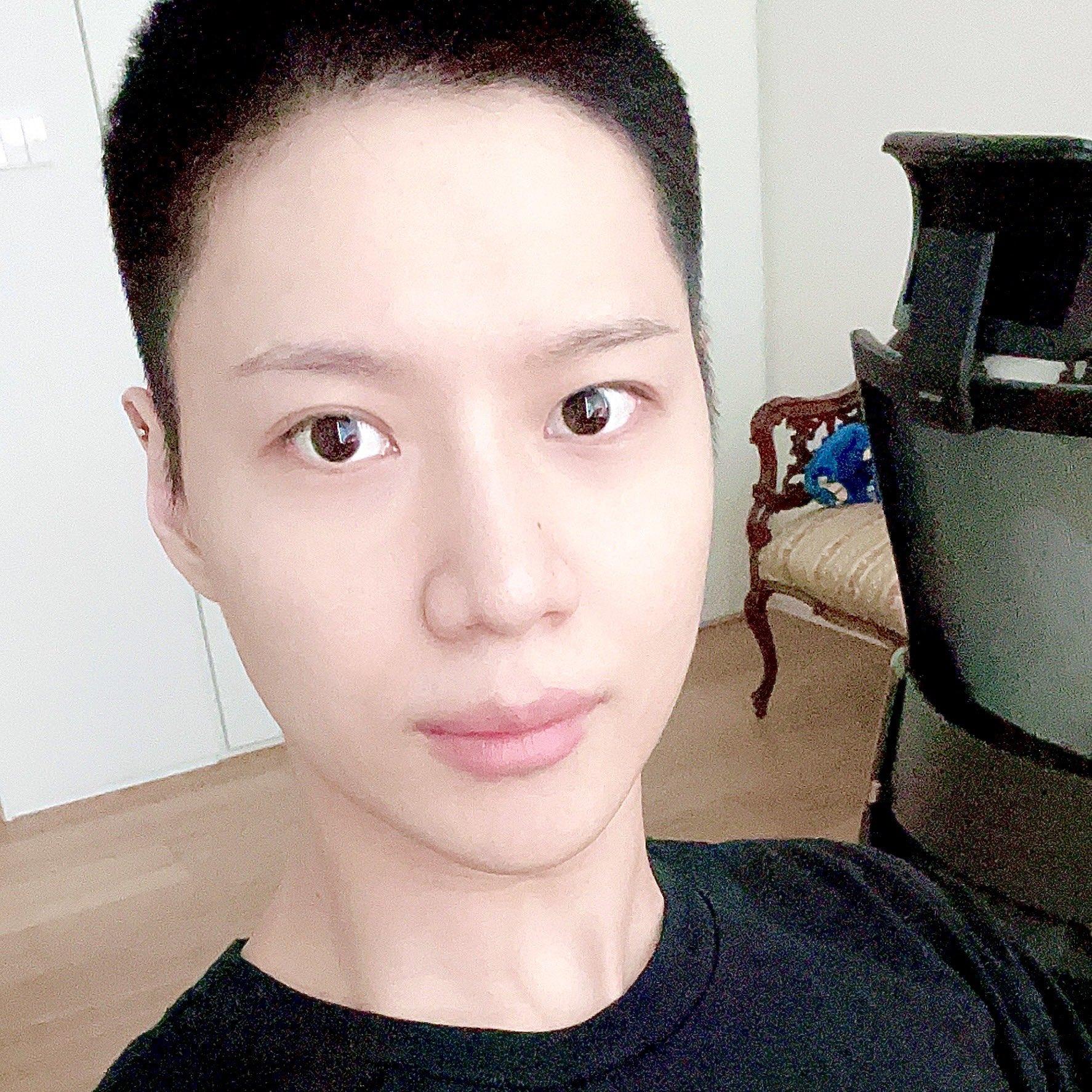 Taemin de SHINee comparte su primera foto rapado antes de su alistamiento militar