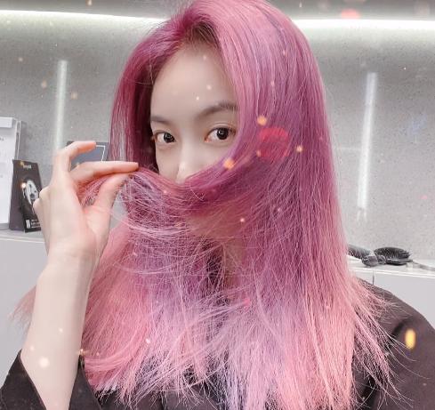 Victoria Song, ex miembro de f(x) ahora luce un increíble cabello rosa