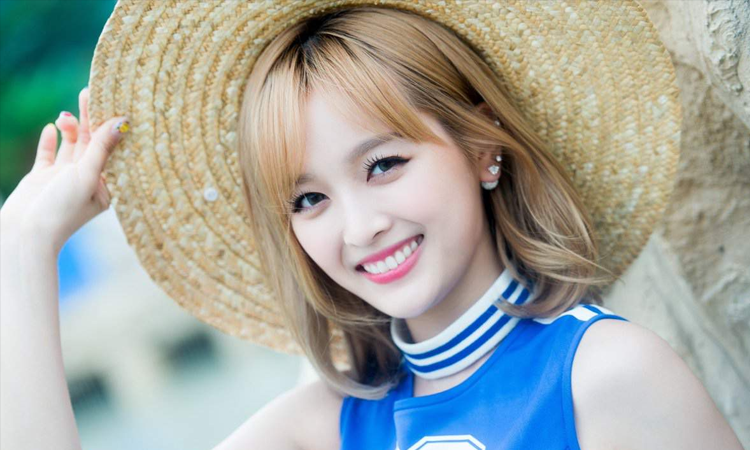 Xuan Yi de Cosmic Girls responde a las personas que la criticaron por no usar maquillaje en TV