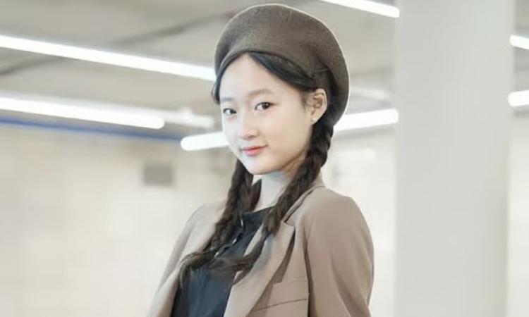 Polêmica online sobre a estréia de uma menina de 12 anos no novo grupo K-pop