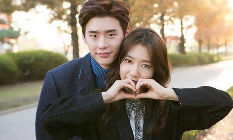 Lee Jong Suk admite que Park Shin Hye es 'lo suficientemente adorable como para enamorarse'