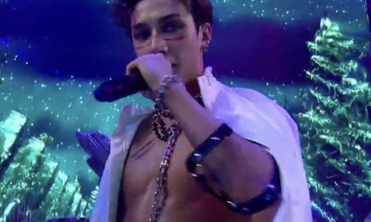 Bang Chan de Stray Kids se reúsa a subir su foto sin camisa durante su presentación en Kingdom