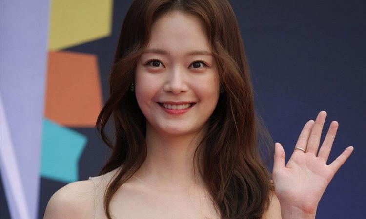 Jeon So Min es elogiada por usar lenguaje de señas con su fan con discapacidad auditiva