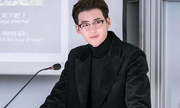 Lee Jong Suk en Romance Is A Bonus Book es el personaje que toda chica desean tener una cita