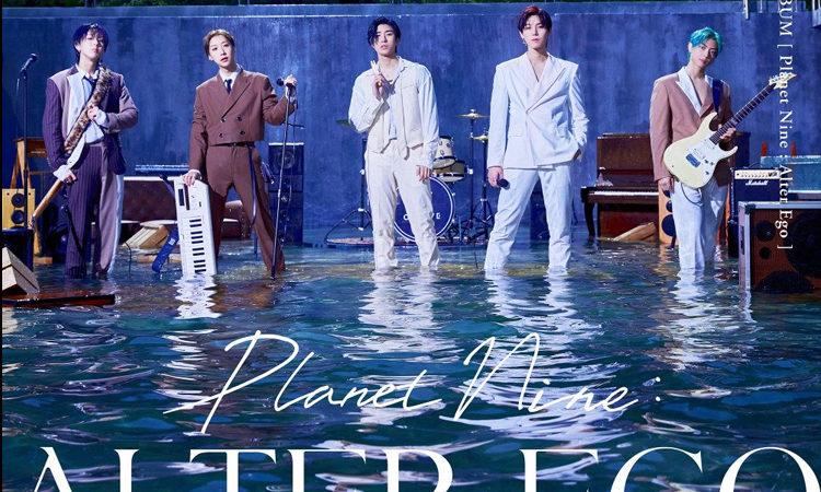 ONEWE se encuentran en el agua en su fotos grupal de Planet Nine: Alter Ego