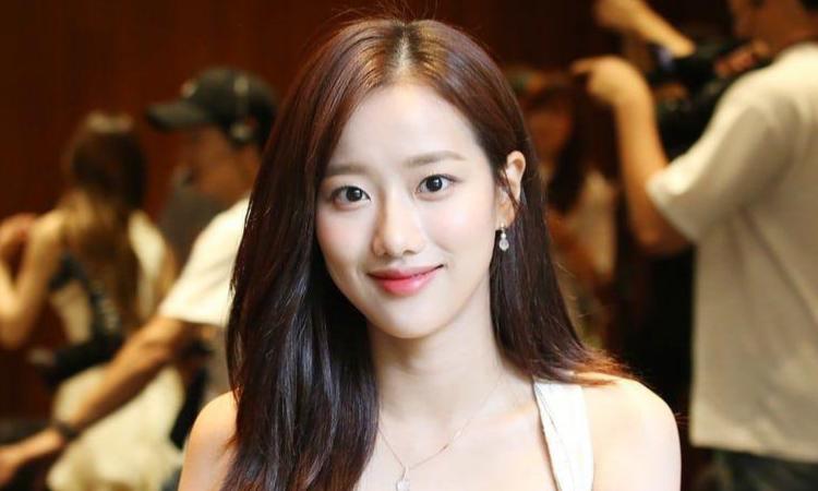 Naeun de APRIL niega personalmente las acusaciones de intimidación de Lee Hyunjoo