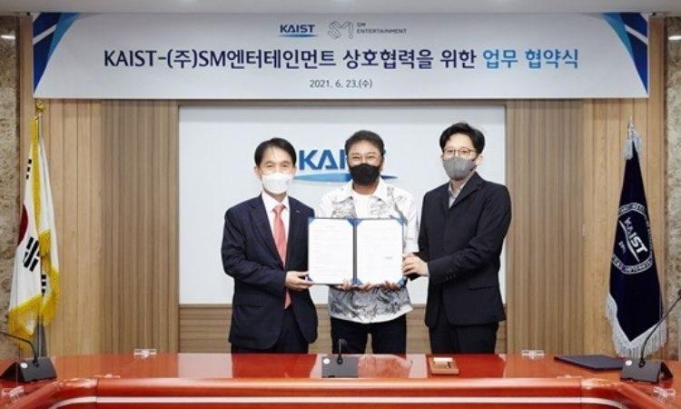 Firma de acuerdo de SM y KAIST