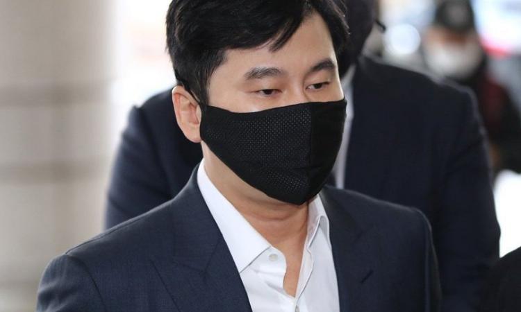 l caso de Yang Hyun Suk sobre tratar de encubrir el uso de drogas ilegales de B.I es llevado a fiscalía