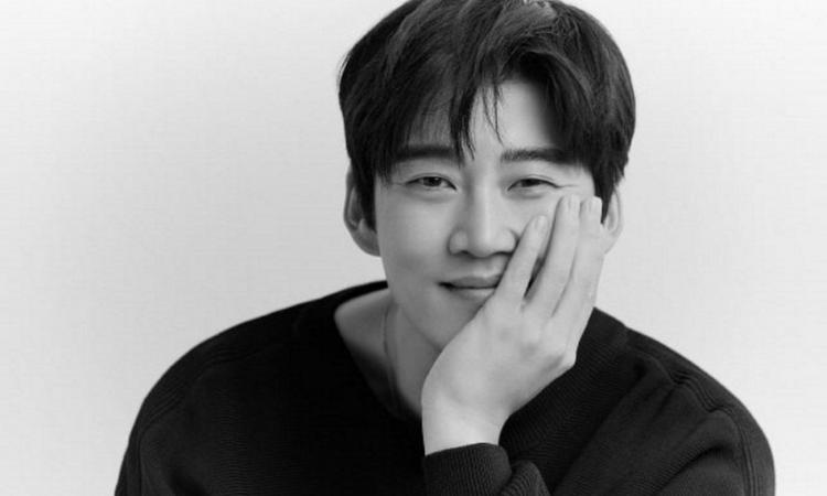 Se confirma que el actor Yoon Kye Sang se encuentra en una relación
