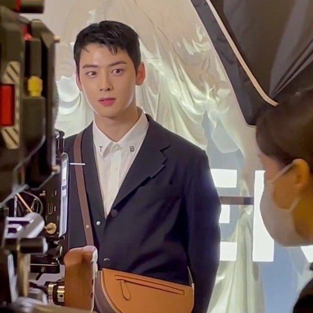 Cha Eun Woo filmando spot