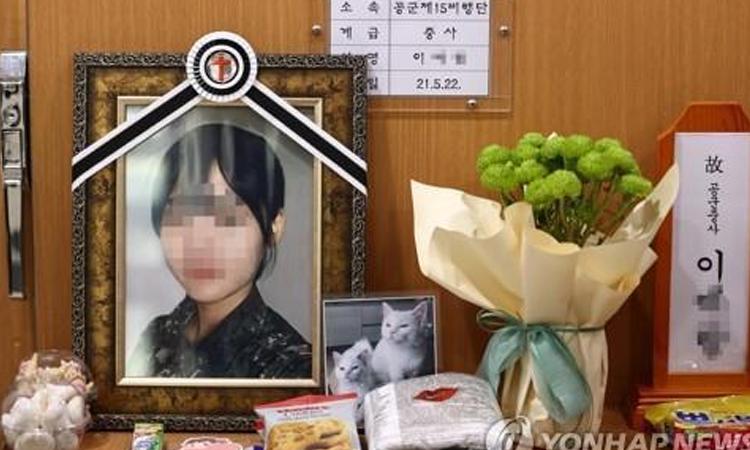 Jefe de Defensa de Corea se disculpa tras suicidio de una soldado