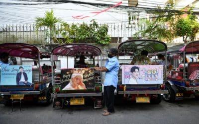 Taxistas en Tailandia con publicidad de fan clubs de K-pop